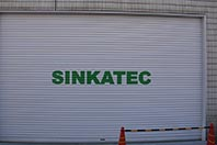 SINKATEC シャッター書き文字.jpg